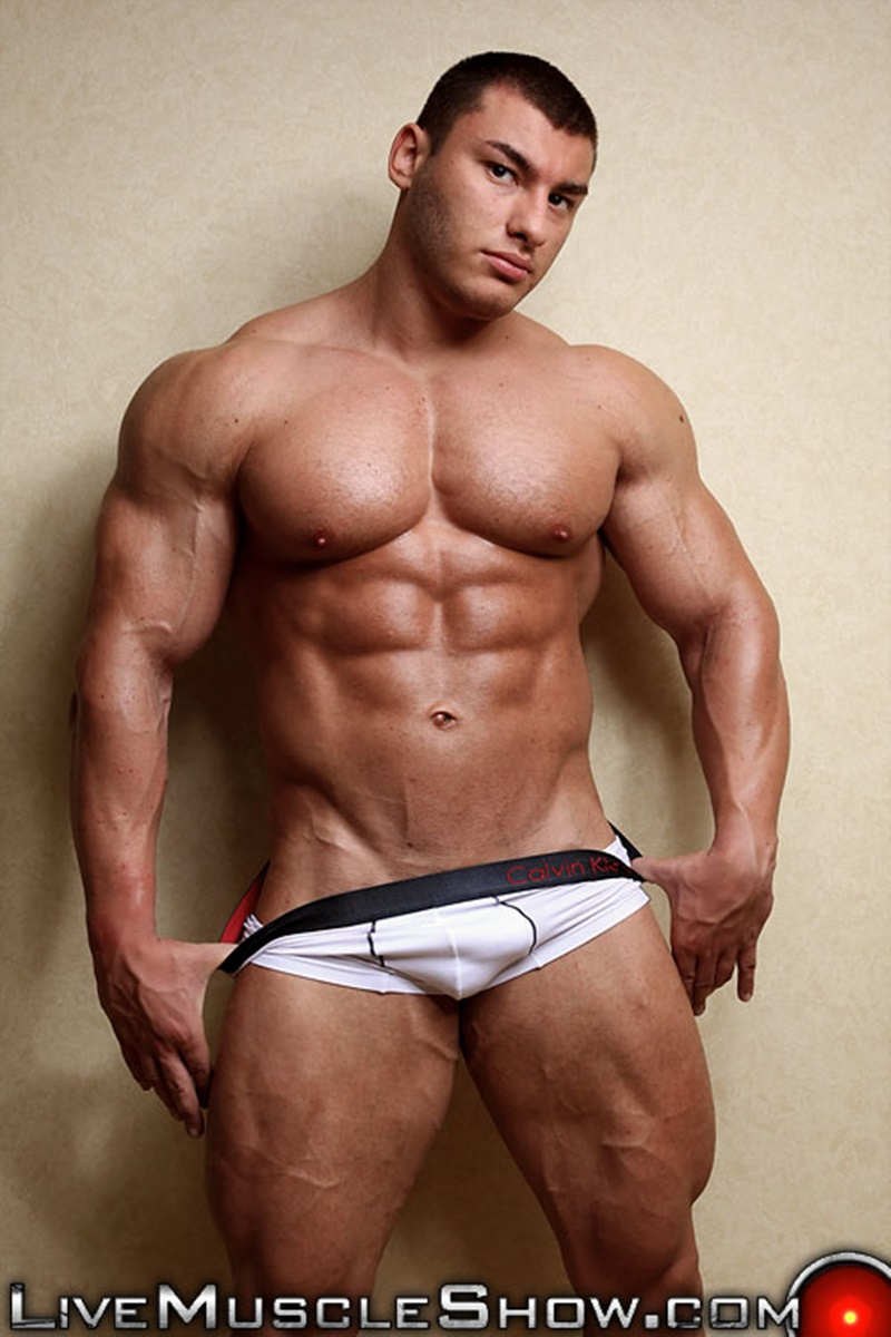 LiveMuscleShow-naked-big-muscle-boy-bodybuilder-20-year-old-Lev-Danovitz-young-muscled-hunk-huge-abs-pecs-lats-massive-arms-long-thick-cock-003-gay-porn-sex-porno-video-pics-gallery-photo