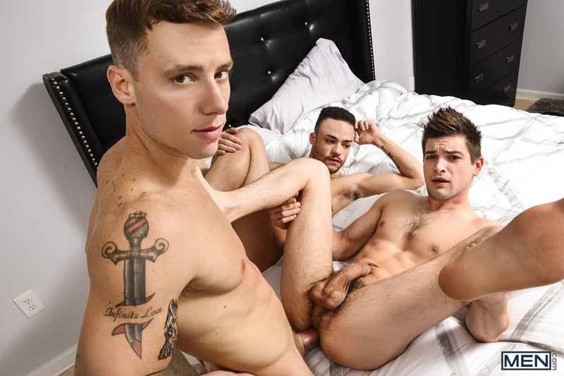 Men for Men Blog Beaux-Banks-Johnny-Rapid-Justin-Matthews-Sexy-bottoms-threesome-gay-boys-topped-big-erect-cock-Men-016-gay-porn-pics-gallery Sexy bottoms boys Beaux Banks and Johnny Rapid topped by Justin Matthews' big erect cock Men