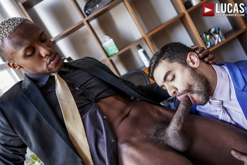 Total-power-top-Andre-Donovan-bottoms-Arad-Winwin-huge-muscle-cock-LucasEntertainment-011-Gay-Porn-Pics