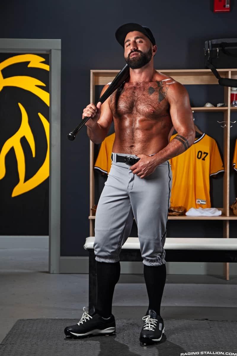 Big-muscle-studs-Wade-Wolfgar-stretches-Sharok-butt-hole-Ricky-Larkin-fucks-face-RagingStallion-005-Gay-Porn-Pics