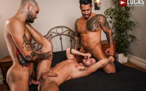 Hung muscle hunk Viktor Rom and Jeffrey Lloyd's huge uncut dicks double fucks Manuel Reyes's hole