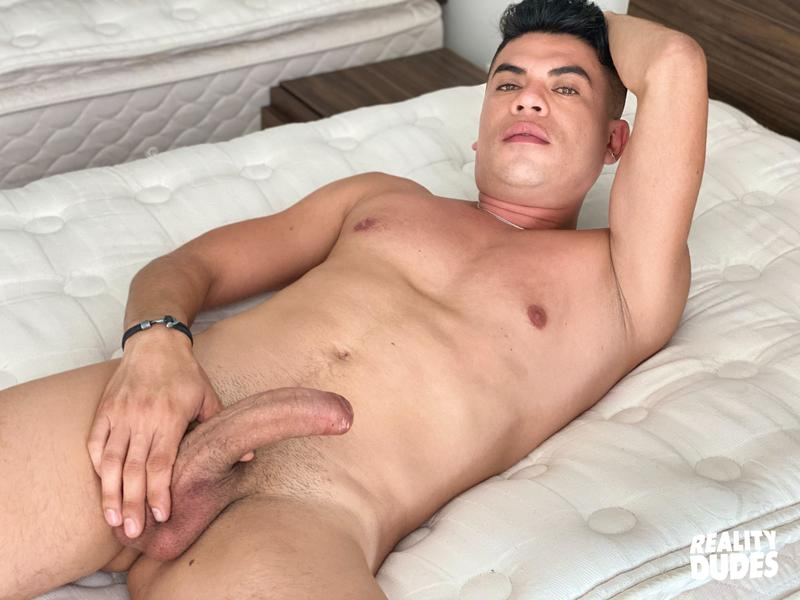 Reality Dudes Str8 Chaser Saul sucks my cock then I spank his cute bubble butt